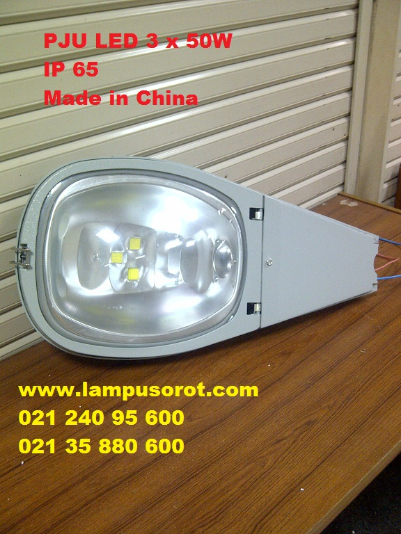 Lampu PJU LED 150W IP 65 ( 3 x 50W )